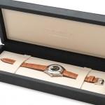 常に時計を最良の状態で保管出来る様に考慮されたソフトな肌触り