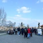 観光名所のひとつ、プラハ城に続くカレル橋。