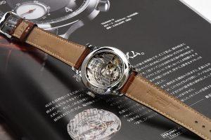 時計製作で最も時間と神経を使うのは、このジュラルミン製テンワの完璧なバランスを取る事だそうです