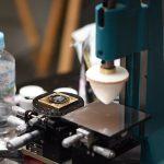 文字盤をプリントするこの機器も自身の使い勝手の良いように改良されている